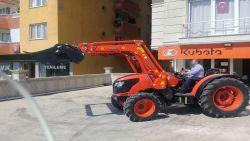 traktor_on-kepce-2